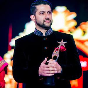 Aftab Shivdasani Posed With Awards On Day 2 Of Micromax SIIMA Awards 2014