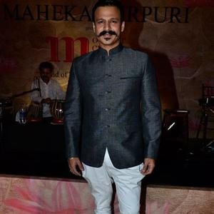 Vivek Oberoi Strike A Pose At Maheka Mirpuris Show For Cancer Cause
