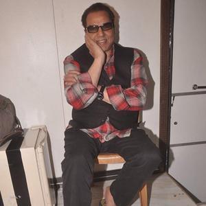 Dharmendra Strikes A Fun Pose At Music Launching Of Movie Badlapur Boys