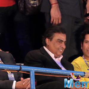 Big B,Mukesh Ambani And Sachin Tendulkar Attended ISL Football 2014 Match