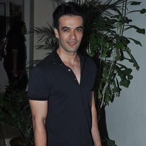 Punit Malhotra Stunning Look During The Screening Of Gone Girl