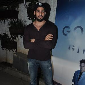 Sidharth Malhotra Looked Handsome With A Face Full Of Beard At The Screening Of Gone Girl