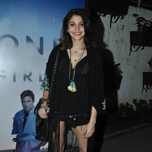 Smiling Anushka Sharma Hot Look In Black Ensembles During The Screening Of Gone Girl