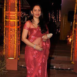 Manyata Dutt Smiling Pose At Sachiin J Joshi And Urvashi Sharma Diwali Bash