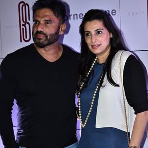 Sunil Shetty Posed With Wife Mana Shetty During Rohit Sharma Bash