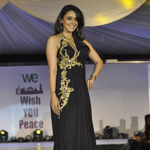 Hrishita Bhatt In Black Outfit On Ramp At The Global Peace Initiative 2014
