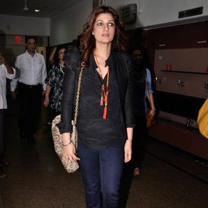 Twinkle Khanna Arrived At Ashvin Gidwani English Play Blame It On Yashraj