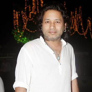 Kailash Kher Nice Pose At Anup Jalotas Wife Medha Jalota Prayer Meet