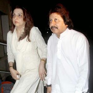 Pankaj Udhas Arrived Anup Jalotas Wife Medha Jalota Prayer Meet