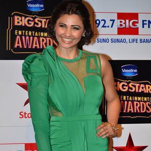 Daisy Shah Strikes A Sweet Smile At BIG STAR Entertainment Awards