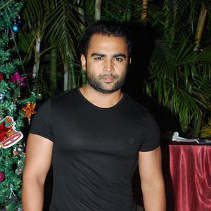 Sachiin J Joshi Posed During Karanveer Bohra House Warming Party