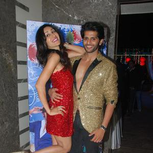 Teejay Sidhu Posed With Hubby Karanvir Bohra At Their House Warming Party