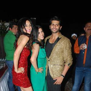Teejay Sidhu,Ekta Kapoor And Karanvir Bohra Cool Pose At Karanveer Bohra House Warming Party