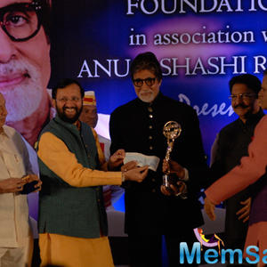 Maharashtra Governor C. Vidyasagar Rao Honoured Amitabh Bachchan With Yash Chopra Memorial Award