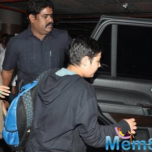 Akshay Kumar Spotted With His Family Members At Mumbai Airport