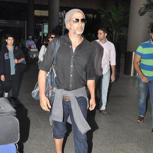 Akshay Return From South Africa With His Family