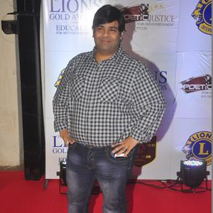 Kiku Sharda Posed On Red Carpet At 21st Lions Gold Awards