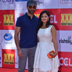 Nandish Sandhu Posed With Wife Rashami Desai At CCL Red Carpet 2015