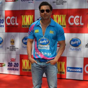 Sohail Khan Strikes A Pose At CCL Red Carpet 2015