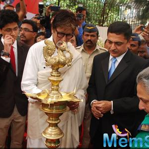 Amitabh Bachchan And Jaya Bachchan Lighting The Diyas At The Launch Of Eye Care Technology