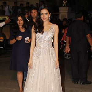 Shraddha Kapoor In Shehla Khan Outfit Dazzling Look At 60th Britannia Filmfare Awards 2015