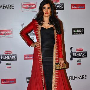 Singer Sona Mohapatra Posed On Red Carpet At 60th Britannia Filmfare Awards 2015
