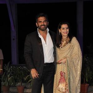 Sunil And Mana Shetty Arrive To Bless The Newly Weds At Smita Thackerey Son Wedding Reception