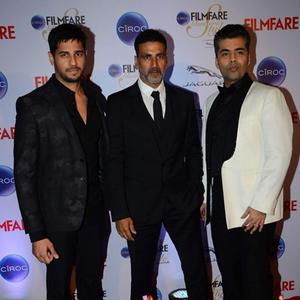 Sidharth Malhotra,Akshay Kumar And Karan Johar Posed At The Ciroc Filmfare Glamour And Style Awards 2015