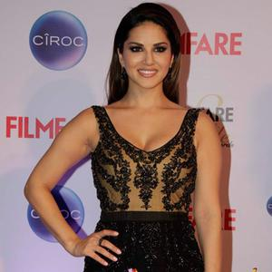Sunny Leone Smiling Pose At The Ciroc Filmfare Glamour And Style Awards 2015