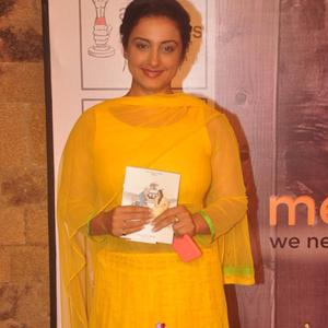 Divya Dutta Dazzling Look In Yellow Dress At The Premiere Of Anupam Kher New Play Mera Who Matlab Nahi Tha