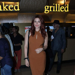 Shama Sikander Charming Look During The Premier Of Chehere Movie