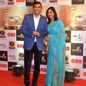 Sanjeev Kapoor Flashes Smile Towards The Camera During Gr8 ITA Awards 2015