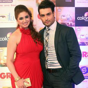 Vivian Dsena Posed With Wife Vahbbiz Dorabjee Cool Look During The Gr8 ITA Awards 2015
