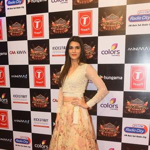 Kriti Sanon Sexy Look At Suron Ke Rang Color Ke Sang Musical Event