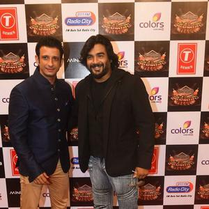 Sharman Joshi And R. Madhavan Cool Pose On Red Carpet At Suron Ke Rang Color Ke Sang Musical Event