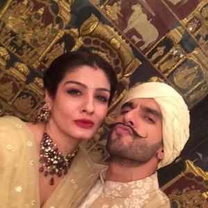 Ranveer And Raveena Photo Shoot With Spout Pose