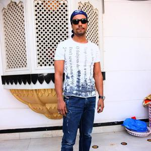 Randeep Hooda Stylish Look During The Launch Of Nanak Naam Jahaz Hai Poster