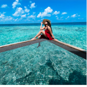 Sonakshi Sinha bids adieu to Maldives with picturesque photo!