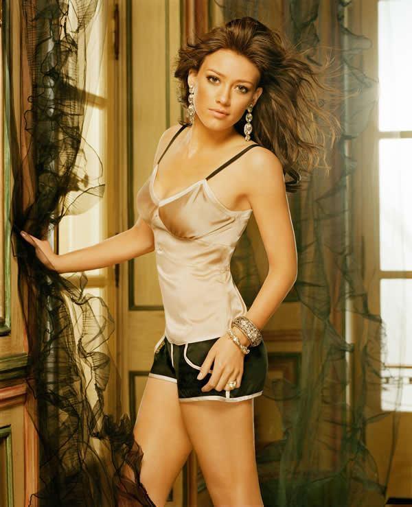 Hilary Duff hottest exposing photo