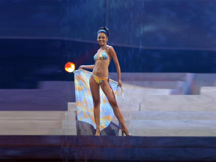 Tanushree Dutta latest hot bikini wallpaper