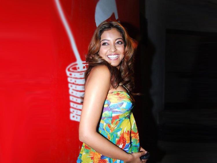 Tanushree Dutta Cute Gorgeous Smile Pic