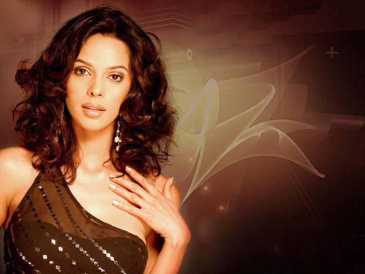 Mallika Sherawat hot and sizzling