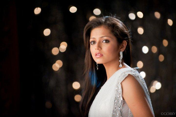 Drashti Dhami with Simple Indian look