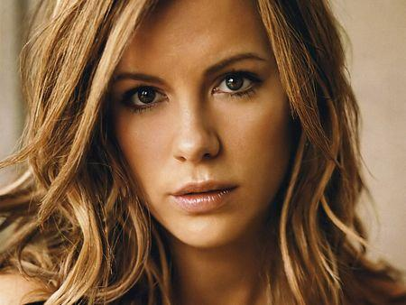 Kate Beckinsale Romantic Wallpaper