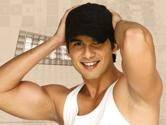 Shahid kapoor cute smile look