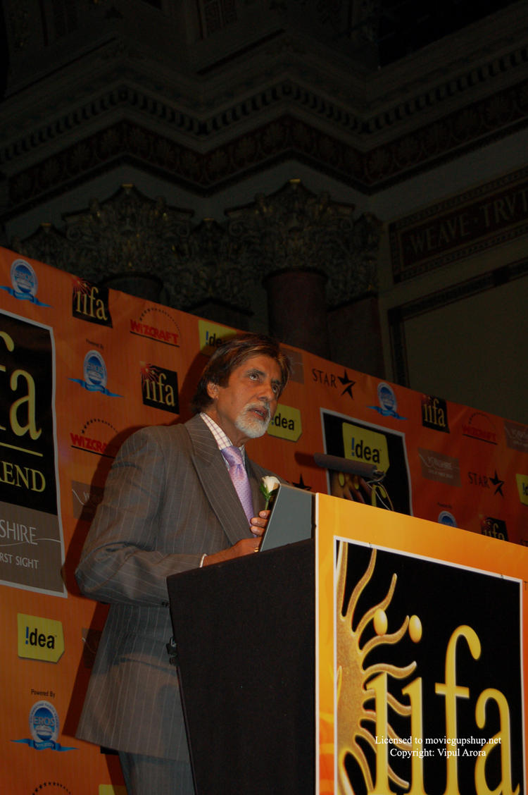 Amitabh Bachchan urging us to cut energy consumption
