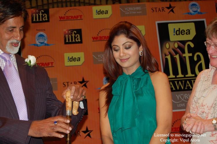 Amitabh Bachchan and Shilpa Shetty  at IIFA 2007