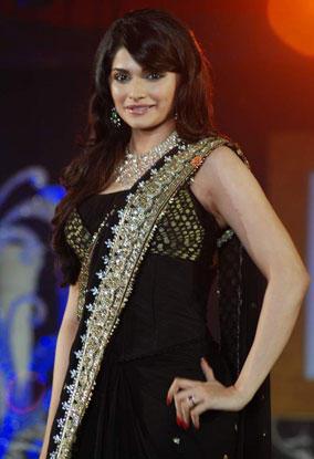 Prachi Desai looking Hot with gorgeous Saree