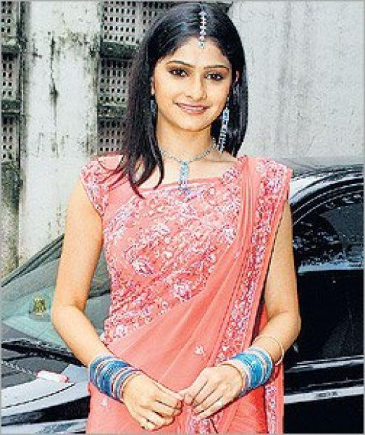 Prachi Desai Gorgeous Saree beauty still