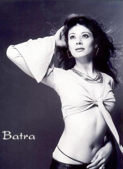 Pooja Batra spicy navel show
